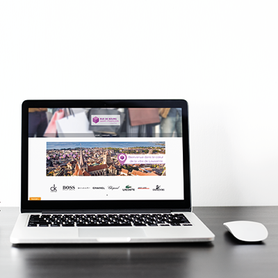"""Ordinateur avec une page internet qui est ouverte sur le site """"Saint François"""""""
