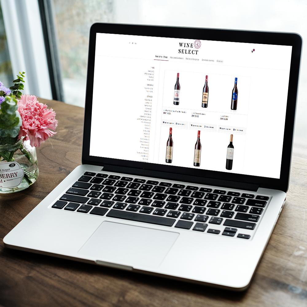 """Ordinateur avec une page internet qui est ouverte sur le site """"Wine select"""""""